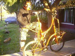 Juan Sacco y una bici que le permite pedalear en otro nivel